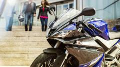 2014-Yamaha-YZF-R125-EU-Race-Blu-Static-001