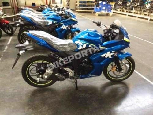 Suzuki-Gixxer-SF-Blue-Side-Spy-Pics