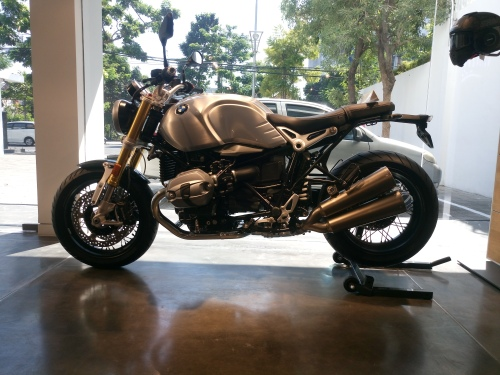 BMW R nineT Roadster Silvertank